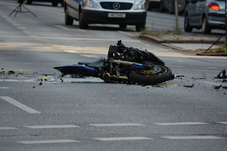 motorcycle-1041070_750